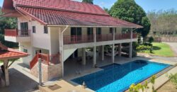Beautiful property of 2 recent villas and outbuildings, on a plot of 2202 m², large pool,  in Khao Lak