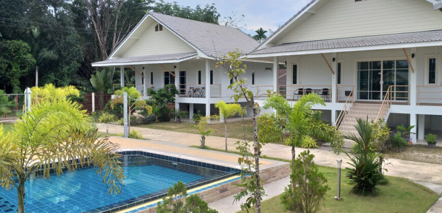 For investor, Resort of 8 bungalows, near the beautiful beaches of white sand beach, for sale.