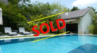Maison récente de 2 chambres avec piscine et Bungalow à vendre