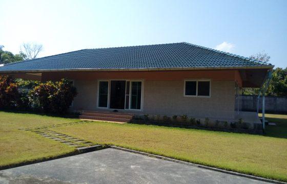 A vendre à Khao Lak, maison sur grand terrain avec bungalow, construction à l'Européenne