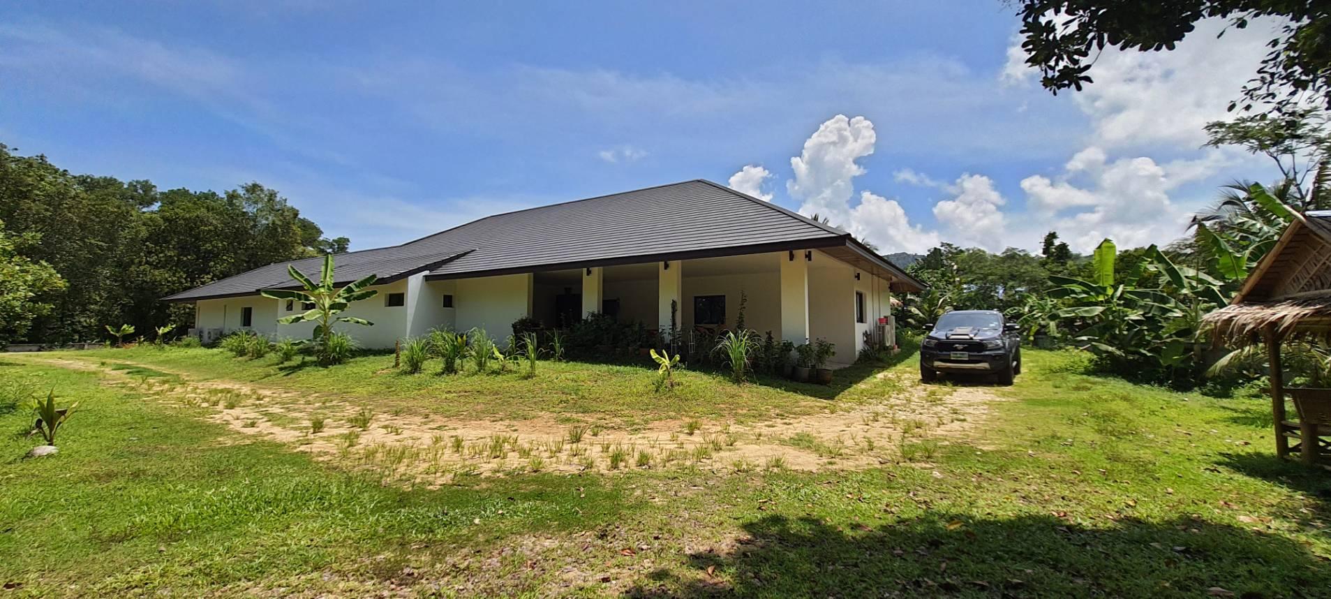 Villa spacieuse avec piscine à vendre à Khao Lak